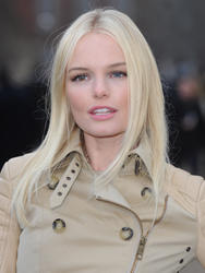 Kate Bosworth @ The Burberry Prorsum Autumn/Winter Show during London Fashion Week - Feb. 21, 2011 (12HQ)