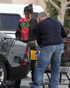 th 86242 Gomezlq17 123 372lo Selena Gomez   grocery shopping in Encino 01/14/12