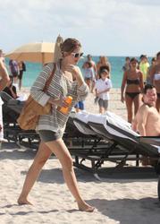 http://img277.imagevenue.com/loc399/th_311836780_Mischa_Barton_Bikini_Candids_on_the_Beach_in_Miami_December_27_2011_113_122_399lo.jpg
