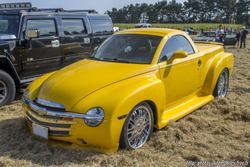 th_557115843_Chevrolet_SSR_122_407lo