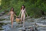 ANNA-LEAH & MABELLEc17fq5d7y2.jpg