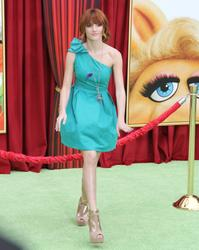 http://img277.imagevenue.com/loc8/th_596081516_Bella_Thorne_The_Muppets_Premiere_Hollywood_122_8lo.JPG