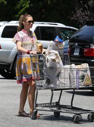 Ребекка Гэйхарт, фото 608. Rebecca Gayheart - Shopping LA - 30/07/11, foto 608